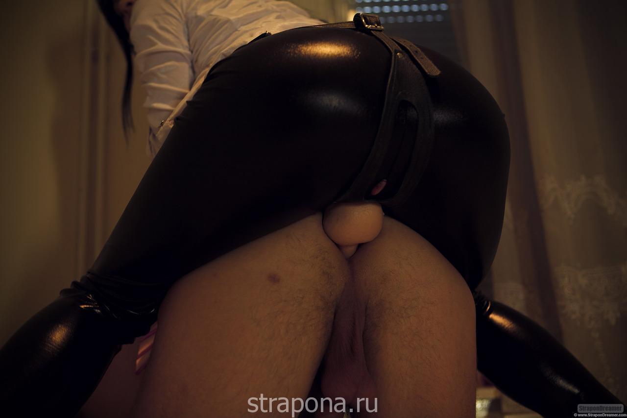 ebat-muzhika-straponom-v-zhopu-onlayn-video
