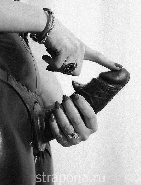 Черно белые фото страпон